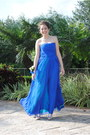 Blue-bcbg-dress-silver-cache-necklace-silver-guess-heels