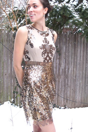 tan sequins Elie Tahari dress - dark green rain boots Hunter boots