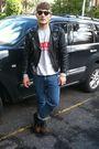 Gray-sweater-blue-jeans-sunglasses