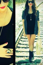 Forever21 necklace - black H&M dress - skull ring nastygal ring