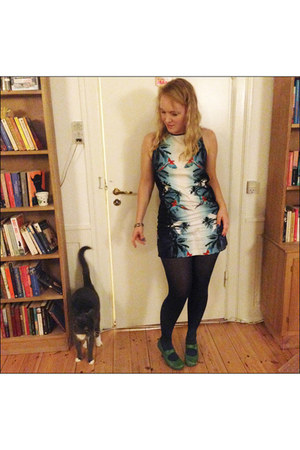 blue parrot print Mango dress - green leather Hush Puppies heels