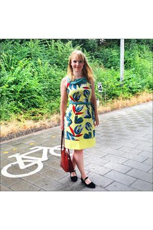 light yellow dress