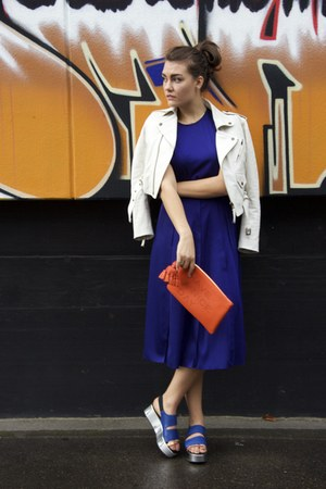 navy cedric charlier dress - carrot orange Anya Hindmarch bag