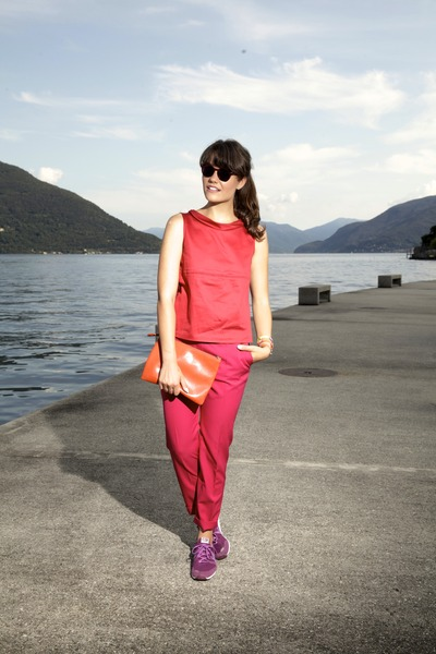 red Spektre sunglasses - carrot orange Coccinelle bag