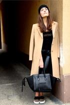 camel long Max Mara coat - black beanie black Nordbron hat