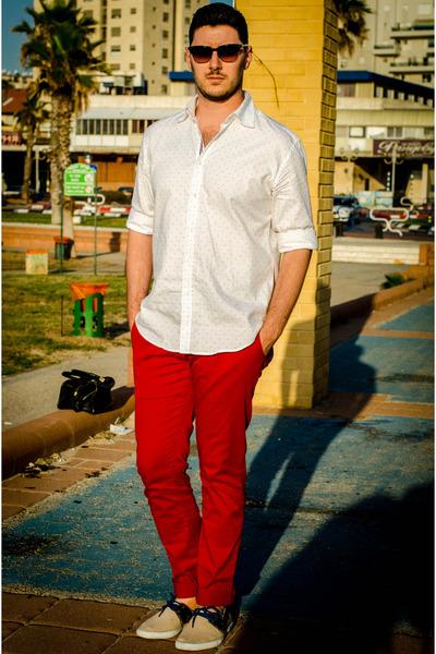 d095c8a5023a Men's Red Zara Pants, Beige Zara Shoes, White Zara Shirts |