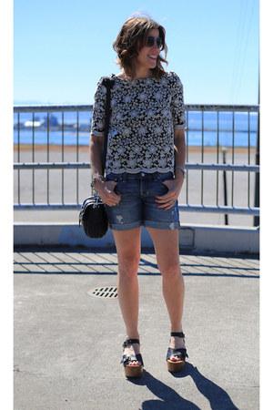 navy denim Gap shorts - navy platform KELSI DAGGER BROOKLYN sandals