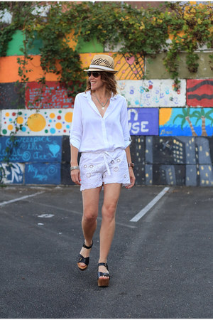 white button down Dailylook shirt - tan fedora Jcrew hat