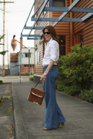 sky blue wide leg Forever 21 jeans - white western Gap shirt