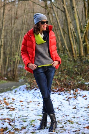red puffer Stormtech jacket - black booties Tahari shoes