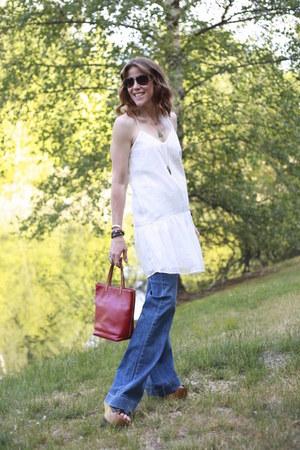 white Dolce Vita dress - blue flared Michael Kelso jeans