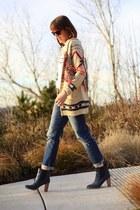 beige fair isle Meghan LA sweater - navy boyfriend Gap jeans