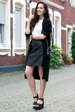 black vitstyle coat - black Mango bag - black Deichmann sandals