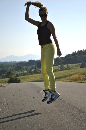 yellow Forever21 jeans - sky blue nike sneakers - black nike top