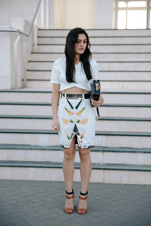 white oracle Ixiah skirt - black rodriguez Dylan Kain bag - white crop asos top