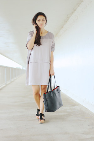 silver yoko Lounge Apparel dress - black Niclaire bag - black tatum Urge sandals