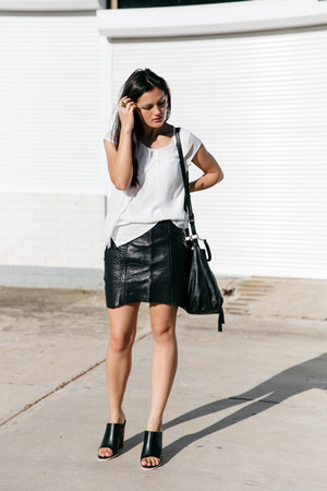 black dana bucket Minskat Copenhagen bag - black pebbled leather Nicholas skirt