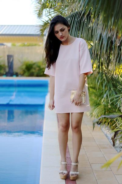 gold transparent Niclaire bag - light pink nova scuba Missguided dress