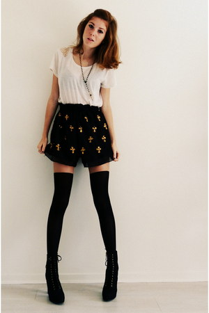 mustard cross Forever 21 necklace - black lace up boots H&M boots