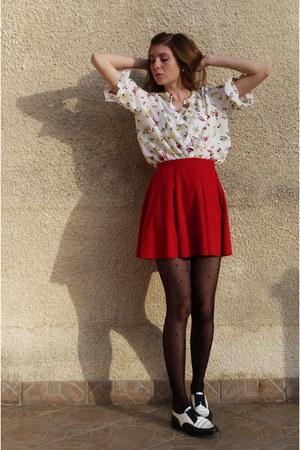 red pleated skirt Zara skirt - white floral print vintage blouse