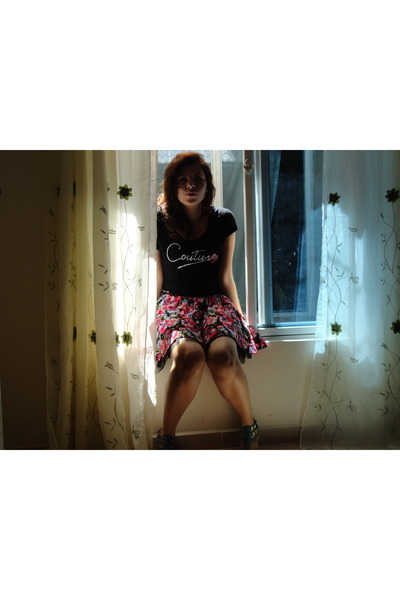 cotton old t-shirt - floral f21 skirt - aqua Steve Madden sandals