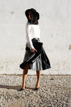 dark green Zara skirt - black Stradivarius hat - black Parfois bag