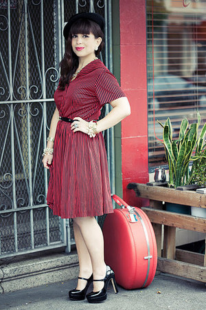 red vintage dress - black Vince Camuto shoes - black vintage hat