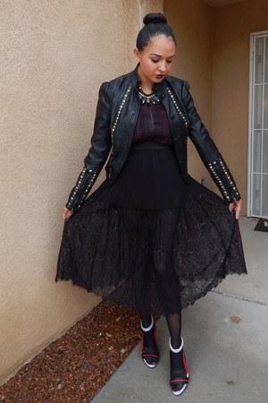 black Forever 21 skirt - ruby red Shoedazzle heels