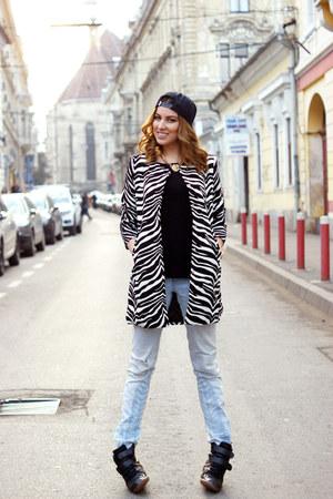 Sheinsidecom coat - H&M jeans - Vans hat - Stradivarius sneakers - Zara blouse