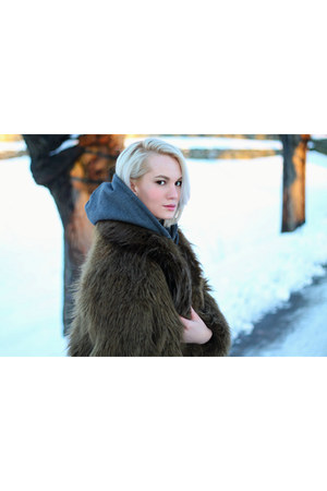 army green faux fur H&M jacket - bronze shearling Koolaburra boots