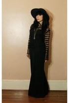 black vintage hat - black shirt - black skirt