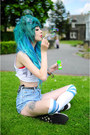 Light-blue-levis-shorts-white-knee-high-american-apparel-socks