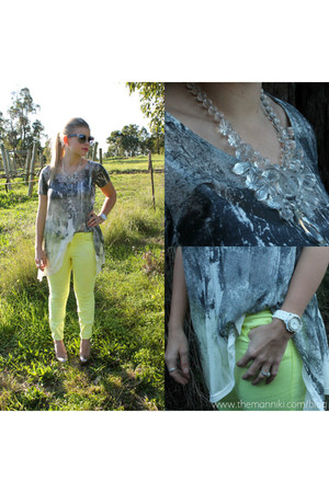 diy necklace - neon yellow jeans - transparent sunglasses - heels