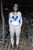 blue new look necklace - camel Avant premiere pants
