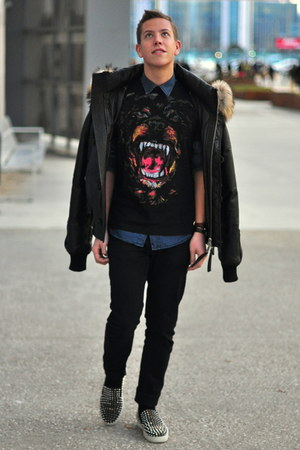 black fur Dsquared2 jacket - blue denim The Kooples shirt - black Zara pants