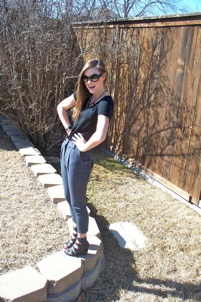 black shirt - gray pants - black shoes - black sunglasses