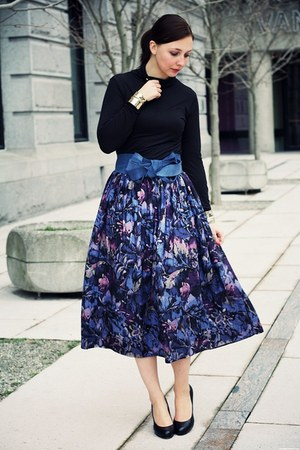 violet vintage skirt - black simple pumps Aldo pumps