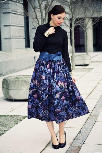 violet vintage skirt - black simple pumps Aldo pumps
