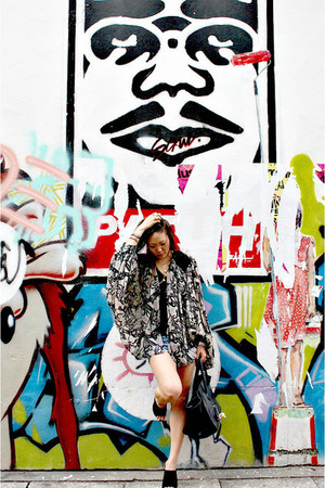 Zara shorts - kimono top Winter Kate cardigan - Zara t-shirt