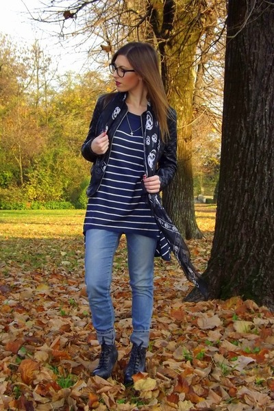 navy H&M sweater - black lita Jeffrey Campbell boots - light blue Zara jeans