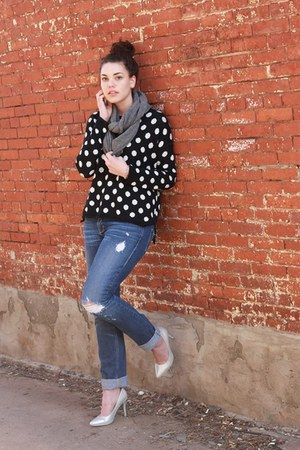 black polka dots H&M sweater - blue distressed hollister jeans