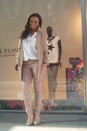 beige H&M jacket - white Primark blouse - pull&bear pants - Hippe-schoenen pumps