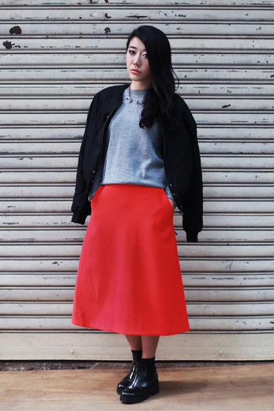 How to wear a red a line skirt
