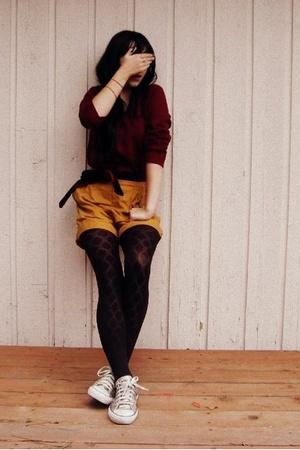 Converse shoes - vintage sweater - vintage shorts