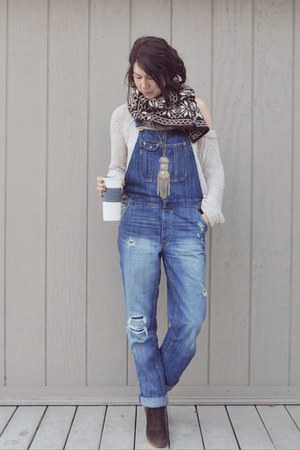 navy American Eagle jeans - neutral free people sweater