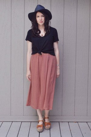 brick red vintage MaxMara skirt - black madewell hat - black madewell t-shirt