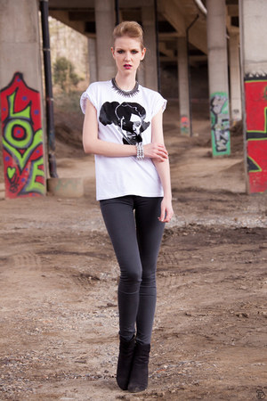Mahé Guyot t-shirt - black booties H&M boots - skinny Primark jeans