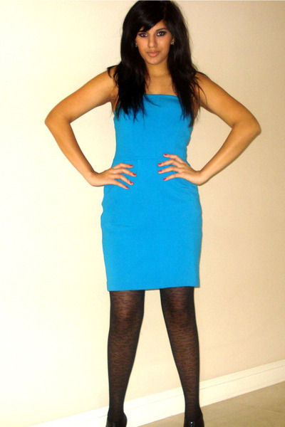 Blue dress black shoes what color hose