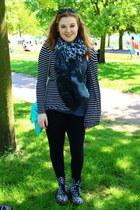 black Tu leggings - doc martens boots - The Beauty Closet scarf