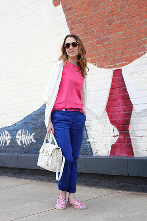 white Marc by Marc Jacobs sunglasses - ivory Cole Haan bag - blue Gap pants